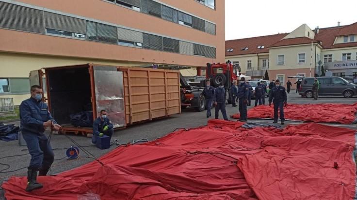 V Bratislave už stavajú stany na veľké testovanie. Takto to vyzerá