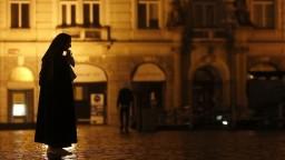 V Česku odhalili vyše 15 000 nakazených, denne pribúda sto obetí