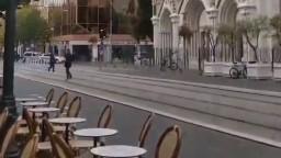 Pri kostole v Nice útočil ozbrojenec, jednej z obetí odsekol hlavu