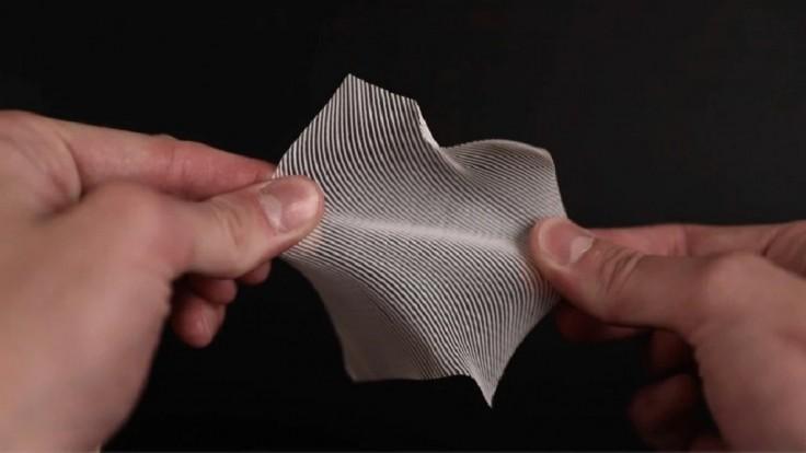 """Vďaka """"chybe"""" v 3D tlači vznikla poddajná polymérna textília"""
