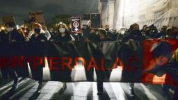 Pre sprísnenie interrupcií vyšli do ulíc Varšavy desaťtisíce ľudí
