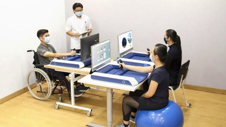 Herné zariadenie navrhnuté pre domácu rehabilitáciu po mozgovej príhode