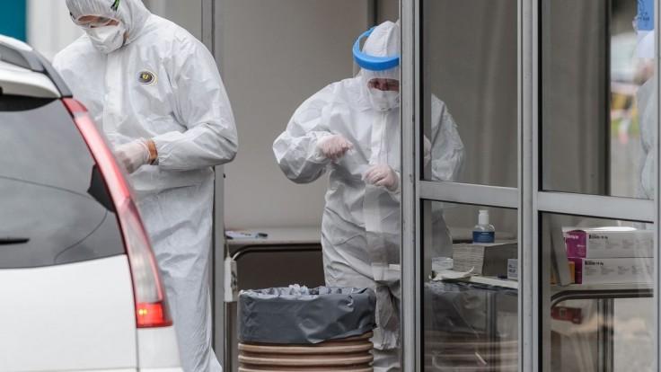 Vírus zabil ďalších pacientov, pribudlo vyše 1700 nakazených