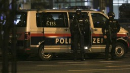 Útok vo Viedni má štyri obete, zahynul i terorista. Zrejme bol z IS