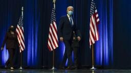 Biden získal kľúčové štáty i voliteľov, Trump žiada prepočítanie