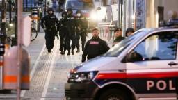 Zverejnili, kto zabíjal vo Viedni. Mladík bol aj na Slovensku