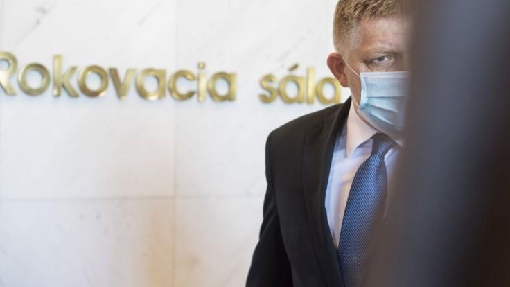 Kradli ako straky, tvrdí Fico. Chce pád vlády, zbiera podpisy