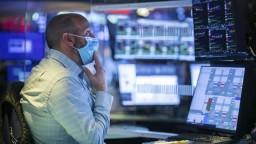 Optimistické scenáre sa nenaplnia, druhá vlna udrela na ekonomiku