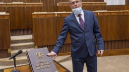 Proti Kotlebovcom sa postavil vlastný poslanec, ktorý je lekárom