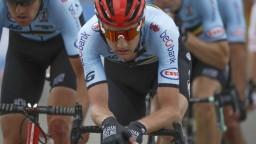 Tim Wellens vyhral 14. etapu Vuelty. Na čele zostáva Roglič
