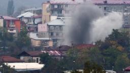Boje v Karabachu pokračujú, strely zasiahli aj pôrodnicu