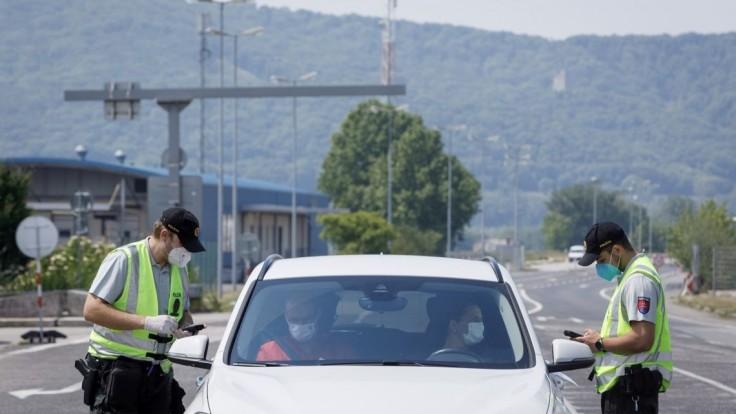 Polícia robí kontroly na hraniciach, ide o dodržiavanie opatrení