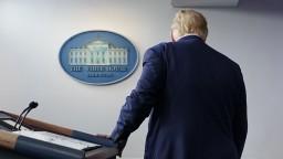 Zavádzal? Viacero médií zámerne prerušilo Trumpovu tlačovku