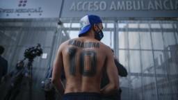 Maradona zostáva v nemocnici. Podrobuje sa ďalšej liečbe