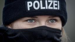 Rakúsko uzavrie radikálne mešity. Nemecká polícia už vykonala razie