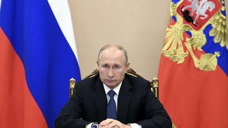 Putin dostal vírus pod kontrolu, šíri sa webom. Nie je to pravda