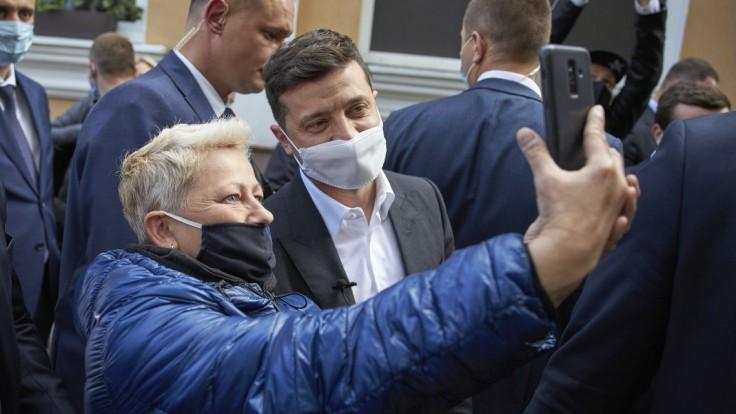 Zelenskyj má Covid-19, na Ukrajine zavedú víkendovú karanténu