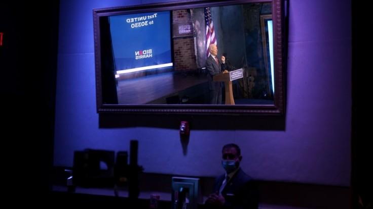 Biden chce s vírusom bojovať aktívnejšie, USA evidujú rekord