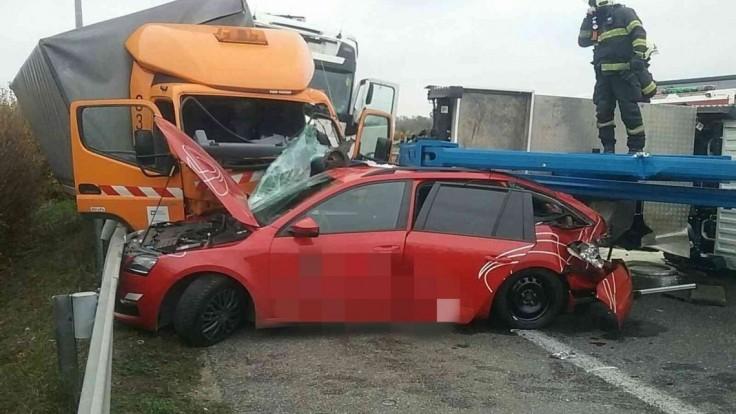 Hromadná nehoda na diaľnici. Smer do Bratislavy uzatvorili