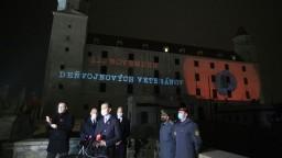 Politici si uctili vojnových veteránov, Bratislavský hrad sa rozsvietil