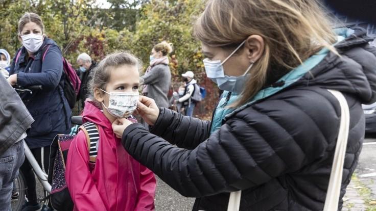 Nehádžte deti cez bránu! Pandémia priniesla i neobvyklé problémy