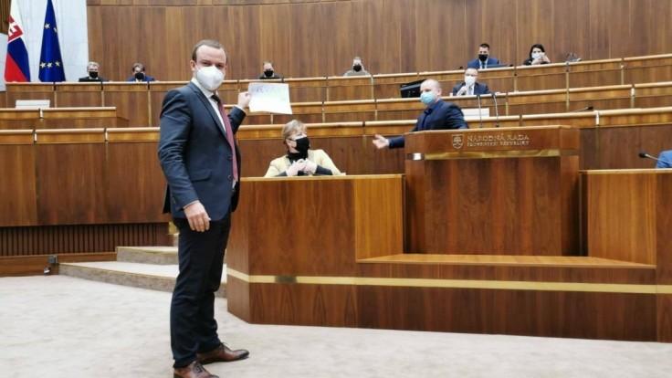 Ukázali správy s hrozbami, ktoré chodia po konflikte s Mazurekom