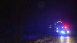 Vážna nehoda na východe Slovenska. Z mosta sa zrútil kamión
