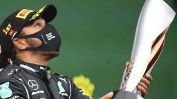 Hamilton je opäť majstrom, v počte titulov vyrovnal Schumachera