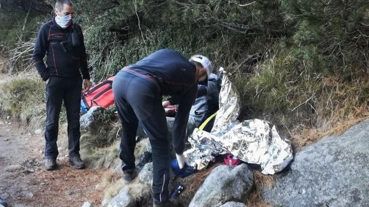 V Tatrách našli pod vodopádom mladého turistu v bezvedomí