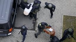 Na proteste v Bielorusku opäť nasadili obušky. Zatkli stovky ľudí