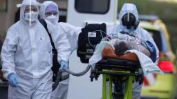 Šírenie nákazy sa v ČR spomaľuje, počet úmrtí však naďalej stúpa