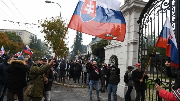 Stanica, palác či Dubčekova socha. Kam majú prísť protestujúci