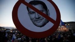 Fotogaléria: Matoviča prirovnali aj k Hitlerovi. Takto protestovali v Bratislave