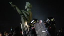 Po protestoch hrozia vysoké tresty, zranení boli aj policajti