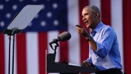 Obama vydal knihu, spomína v nej Nežnú revolúciu i Havla