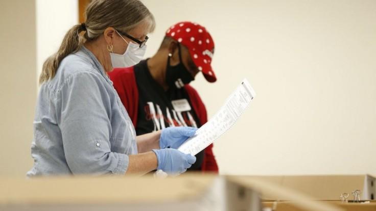 Volebné lístky v USA tajne označili, šíri sa webom. Je to hoax