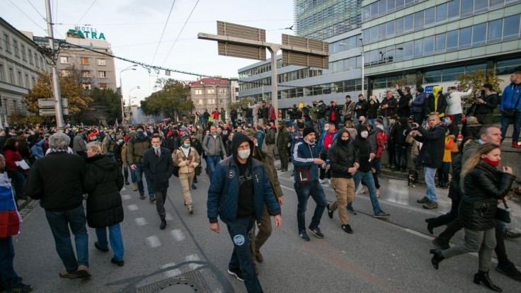 Polícia sa naďalej zaoberá incidentmi z protestov, analyzuje videá
