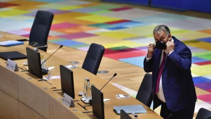 Soros platí mnohých politikov, tvrdí Orbán. Spor s EÚ pokračuje