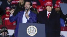 Trumpovej rodiny sa koronavírus drží. Nakazil sa najstarší syn