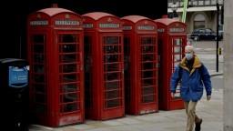 V Británii platí už druhý lockdown, počet nakazených klesol
