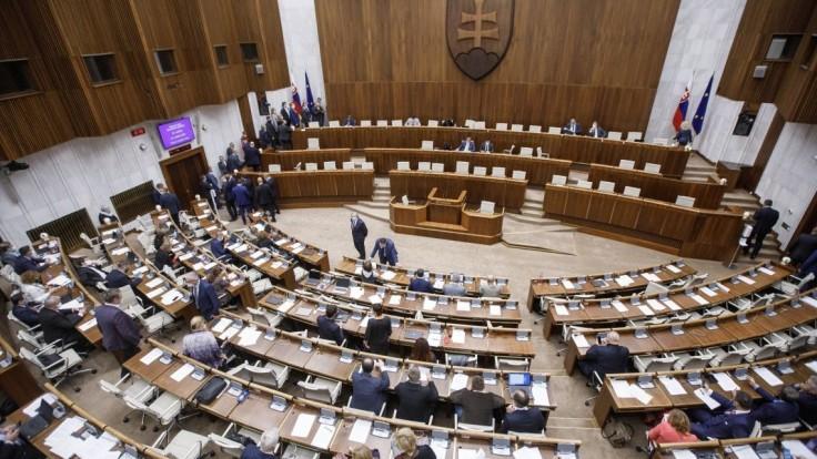 Poslancov čaká dôležitá schôdza, témou bude rozpočet i voľba GP
