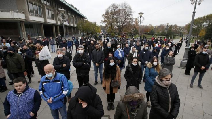 Fotogaléria: Srbského patriarchu pochovali. S bozkami i bez rúšok