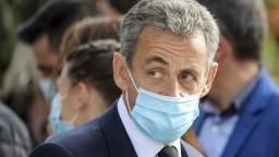 Začal sa súd s bývalým prezidentom Sarkozym, hrozí mu až 10 rokov