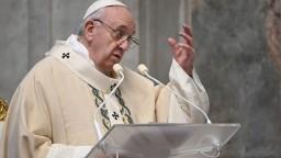 Pápež v novej knihe hovorí, či migranti ohrozujú kresťanstvo