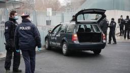 Do brány úradu narazilo vozidlo s odkazmi, nešlo vraj o terorizmus
