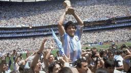 Zomrel jeden z najlepších futbalistov histórie Diego Maradona