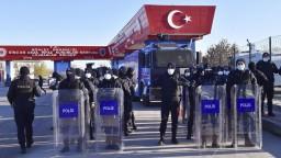 Turecké súdy odsúdili za pokus o prevrat na doživotie stovky ľudí