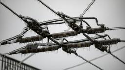 Tisíce ľudí ohrozuje tuhá zima, pre búrku sú bez elektriny