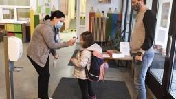 Testovanie v školách by malo byť dobrovoľné, tvrdí organizácia Jeden rodič