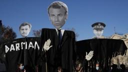 Francúzske ulice zaplnili protestujúci, nechcú policajné násilie